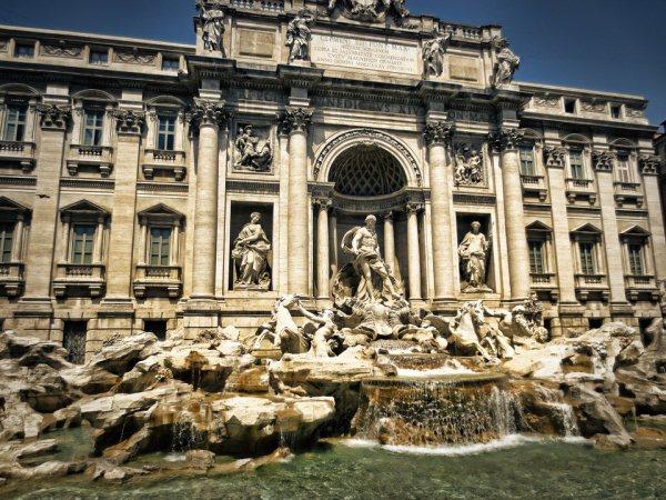 Róma látnivalók egyik leghíresebbje a Trevi-kút