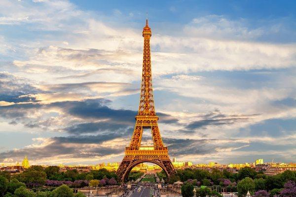 Az Eiffel-torony Párizs fő látnivalója