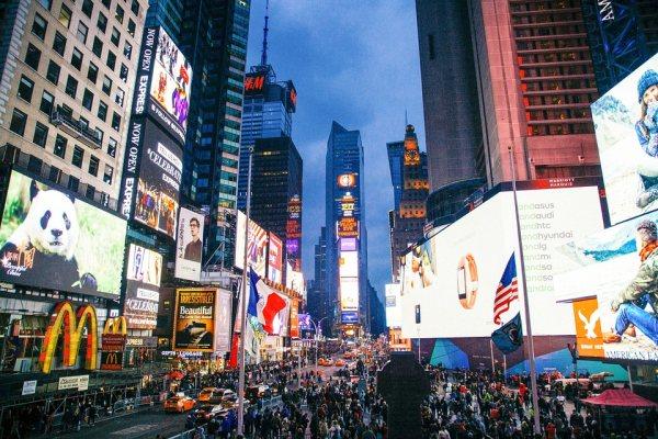A Times Square New York látnivalók között van