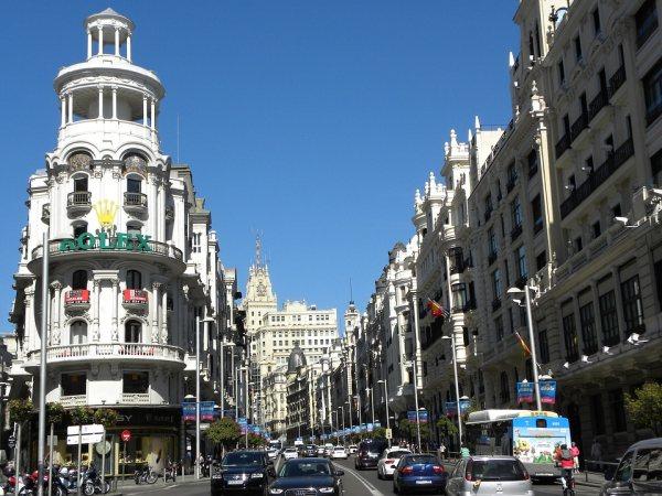 Madrid látnivalók között legyen a Gran Vía utca