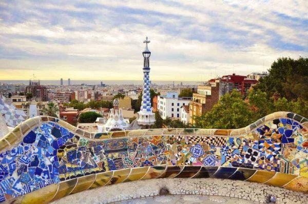 Barcelona látnivalók között a Güell Park is legyen ott