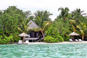 maldiv-szigetek-gangehi-island-resort-beach-villa-1