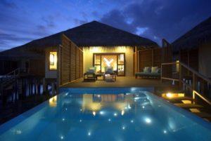 maldiv-szigteek-velassaru-vizi-villa-medencevel-2